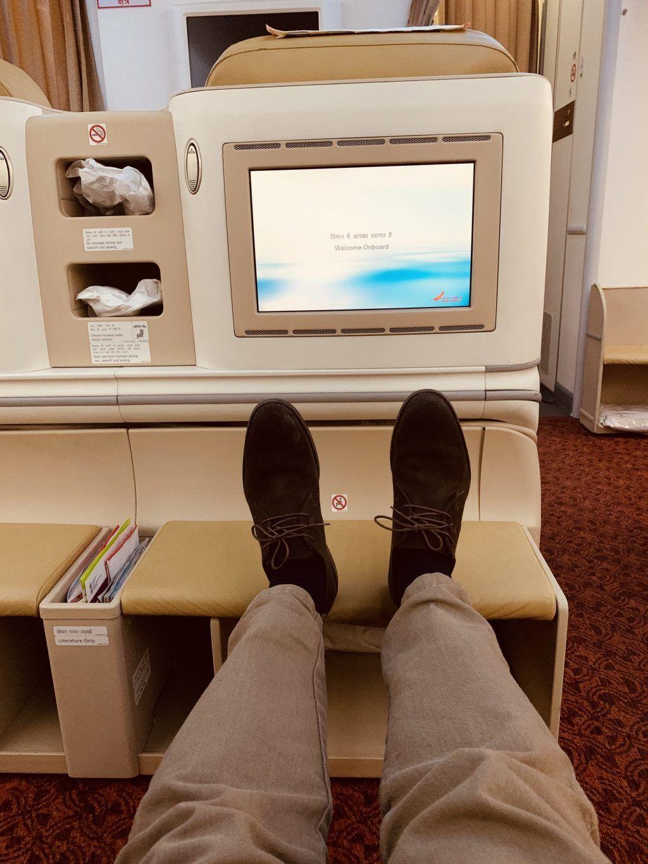 Air India - fly, business class, fødder, skærm - rejser