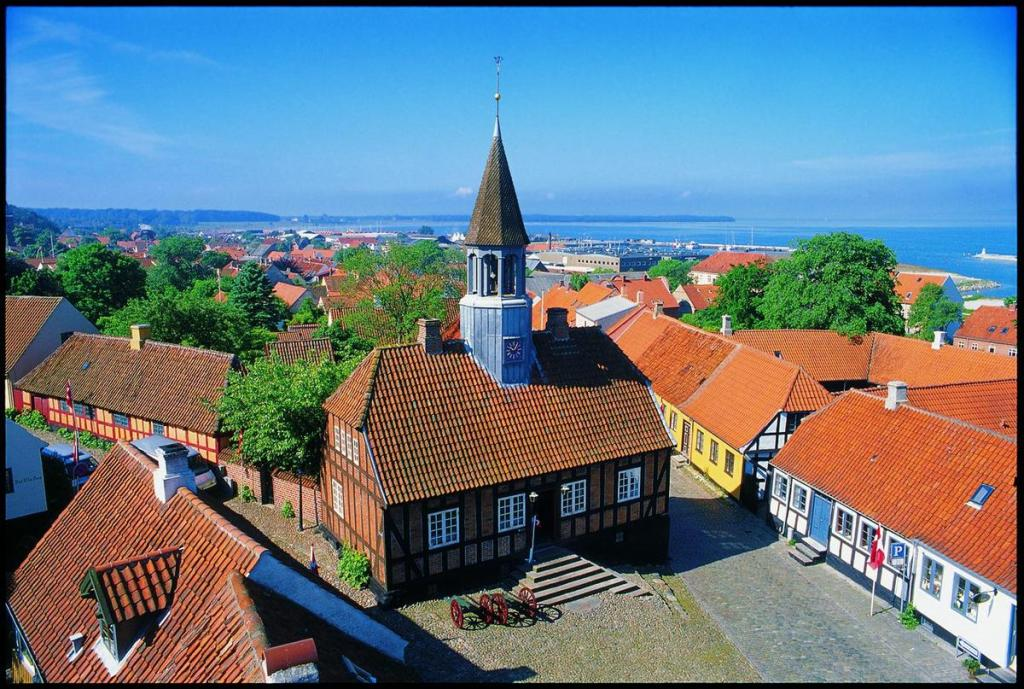Danmark - Ebeltoft, rådhus, udsigt - rejser - sommerferie i danmark