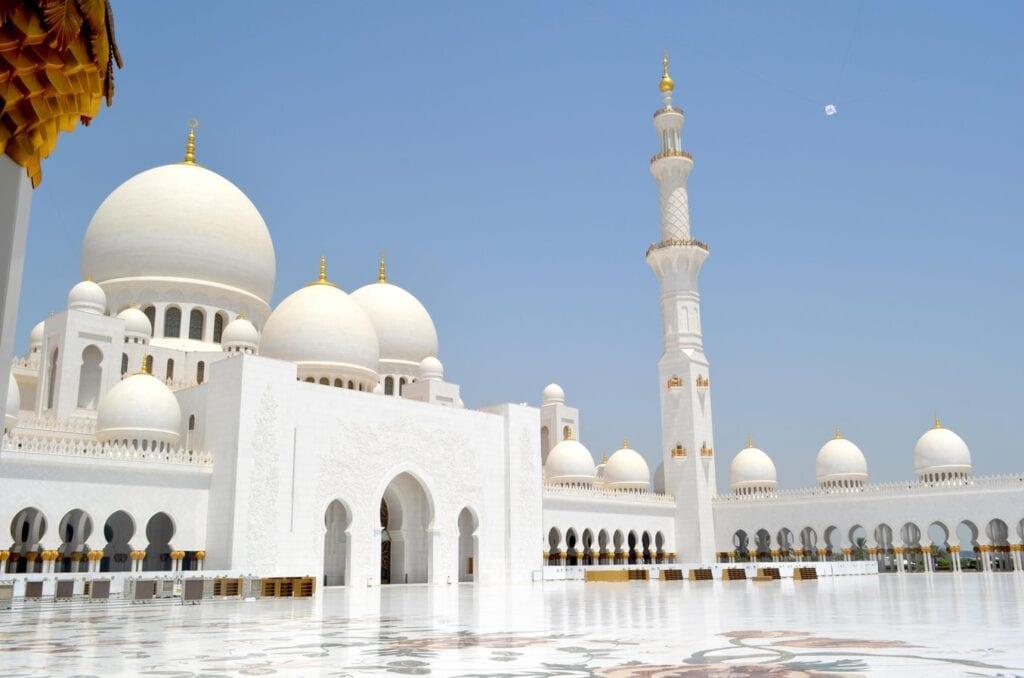 Abu Dhabi, Forenede Arabiske Emirater, rejser
