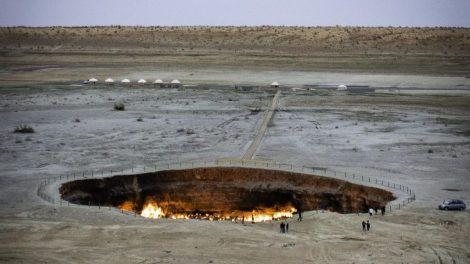 Above borders, turkmenistan, rejser, darwaza