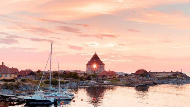Gudhjem、日没、旅行、ボーンホルム、デンマークでの休暇、バス旅行、vitus旅行、デンマーク