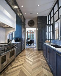 Joel-Kelly-Design_Chevron-Kitchen_3.jpg.rend.hgtvcom.616.770