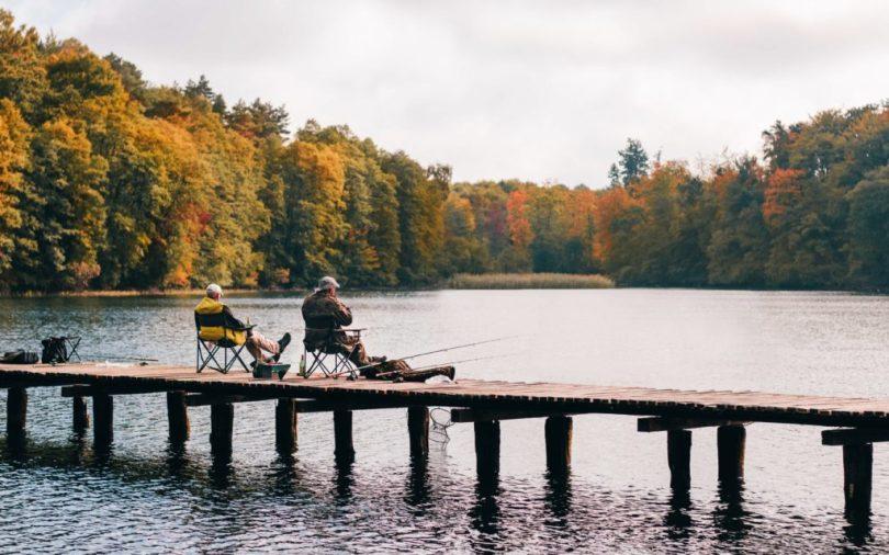 adults bridge dock 1630039 1024x640 The Benefits of Fishing