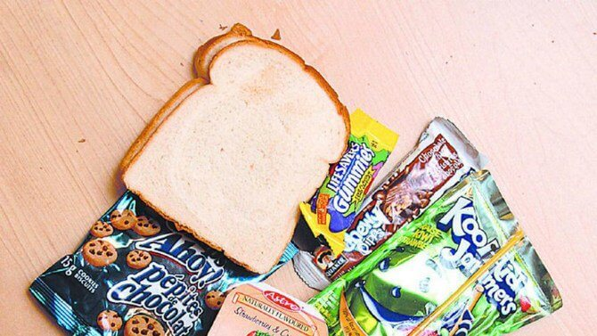 teacher throws out lunch