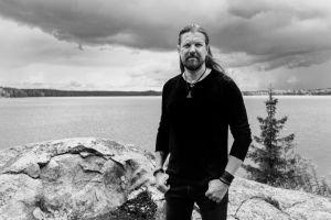SILVER LAKE by ESA HOLOPAINEN: album omonimo con svariati ospiti come cantanti a maggio