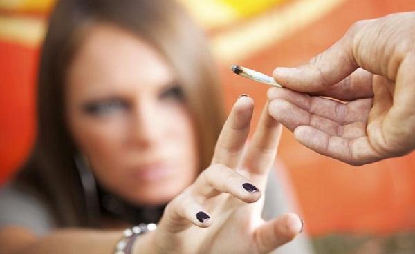 Jóvenes con tabaco