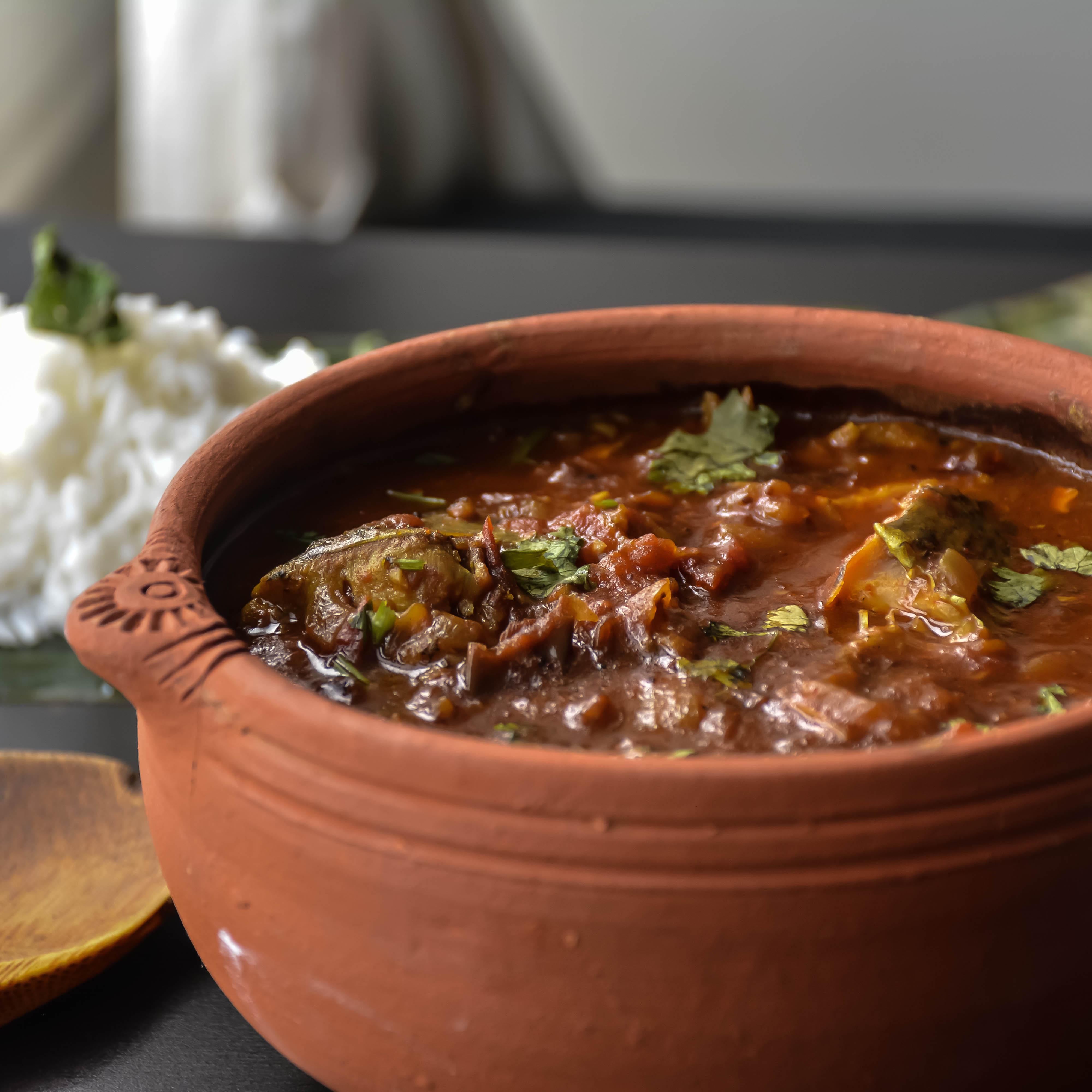 Home style fish curry meen kuzhambu relish the bite for Clay pot fish
