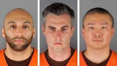 Photo of Un juez fijó una fianza de $750,000 a cada uno a los tres agentes de policía despedidos de Minneapolis acusados de ayudar e incitar al asesinato de George Floyd