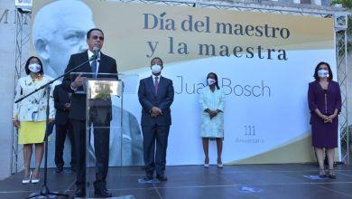 Photo of *Ministro Antonio Peña Mirabal encabeza celebración por el Día Nacional del Maestro y 111 aniversario del natalicio del Profesor Juan Bosch*