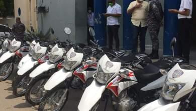 Photo of Diputado Rosendy Polanco entrega al comandante Frias de la Policía Nacional, 9 motocicletas