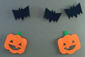 Three paper bats and two paper pumpkins.