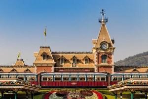 Halloween in Disneyland Hong Kong is always a good choice.