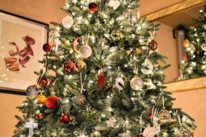 Christmas tree is a great way to decorate your home for Christmas