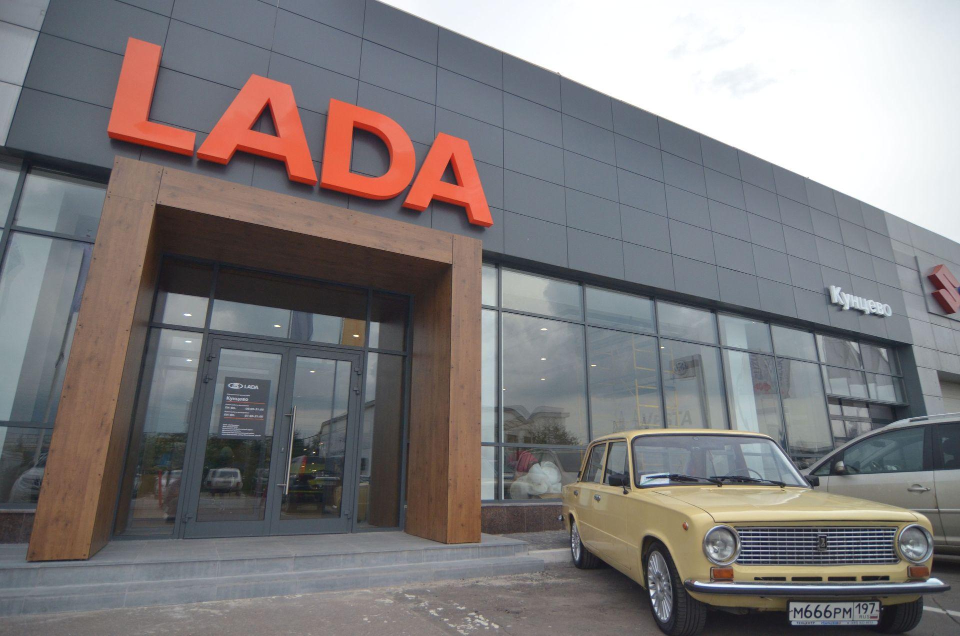 Портал LADA из HPL-материала в соответствии с новым оформлением бренда LADA