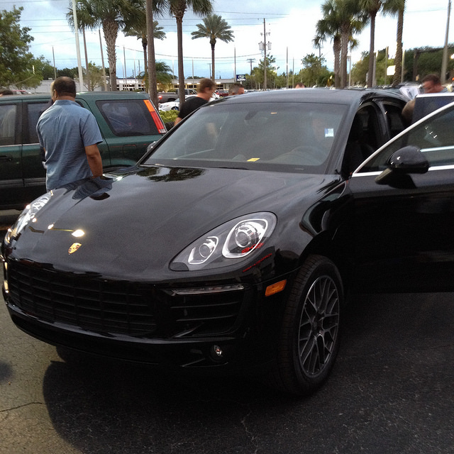 Example two - black over black Macan Turbo
