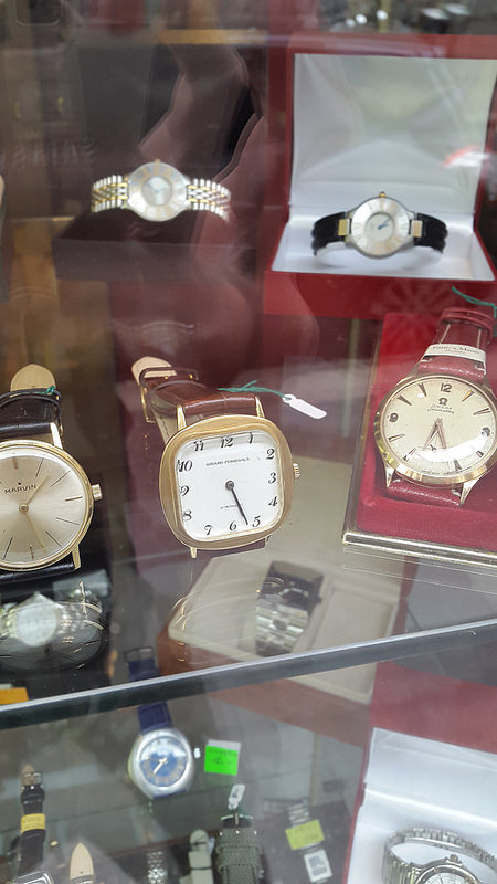 Vintage watches at Orologeria Casati in Rebubblica