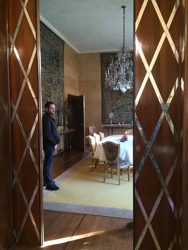 Dining room pocket doors in wood and mirrored diamonds