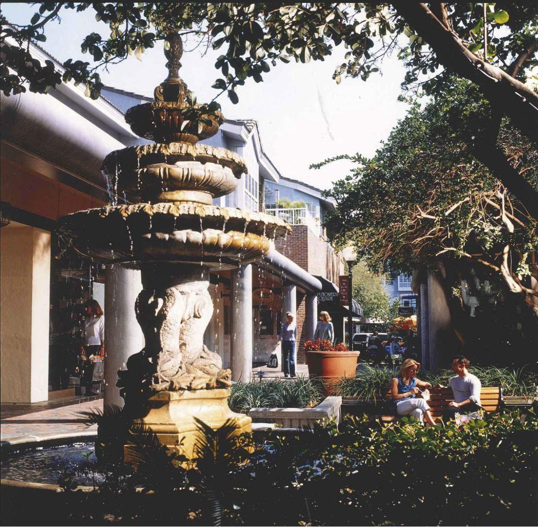 Hyde Park Village, Snow Circle fountain