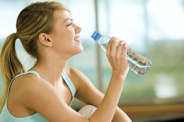 Tomar água livra o organismo de toxinas