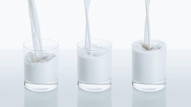 copos-leite-qual-melhor-vaca-amendoas Leite de amêndoas ou leite de vaca?