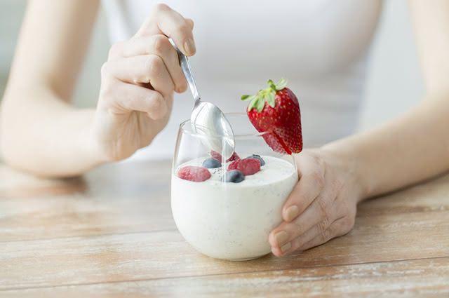 O iogurte é uma bebida láctea bastante versátil e rica em proteínas