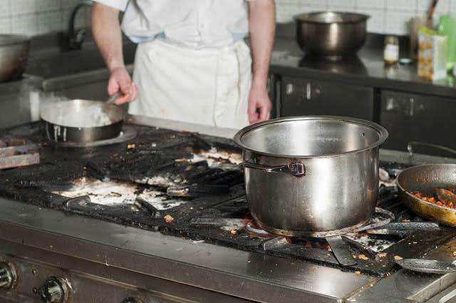 panela-queimada-limpeza-bicarbonato-sodio Bicarbonato de sódio quais são os usos na cozinha
