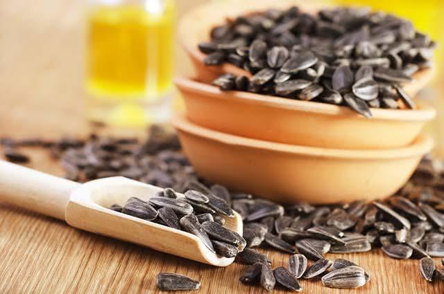 Sementes ajudam no controle da oleosidade da pele, evitando a acne
