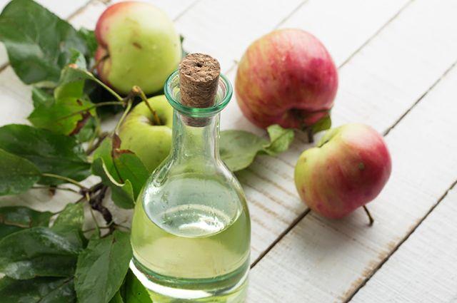 O vinagre de maçã é um dos remédios caseiros para azia, má digestão e gastrite