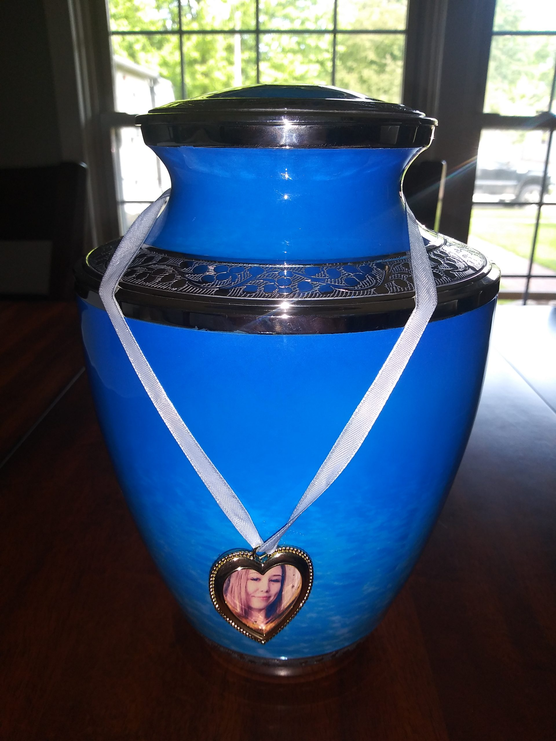 Caitlin Frangel's urn 1