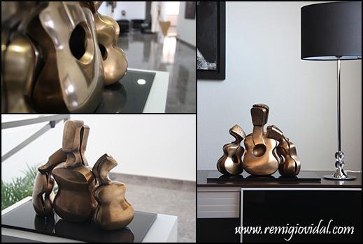 Maternidad - Escultura de fundición en bronce - Escultor Remigio Vidal