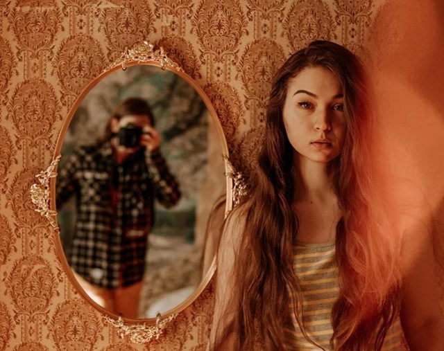 9 Impressive Mirror Photography Ideas To Try