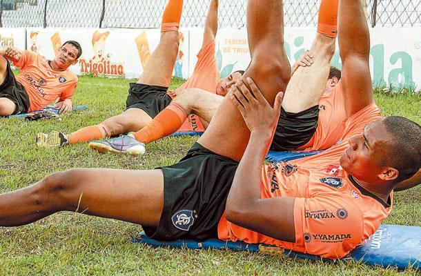 Jogadores participam de treinamentos físicos