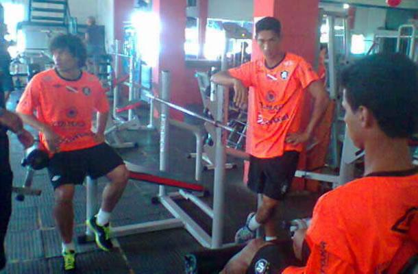 Jogadores do Remo realizam atividades físicas em academias parceiras