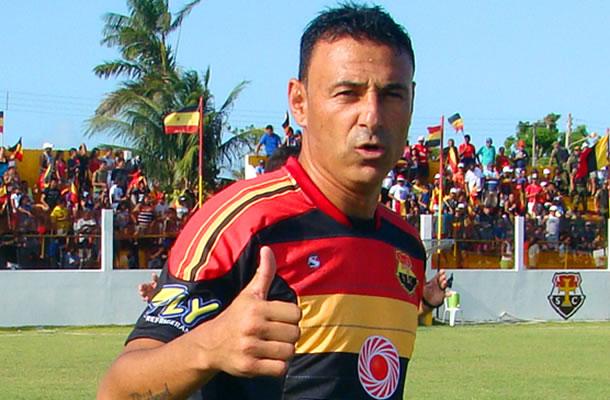 Fábio Oliveira defende o Santa Cruz de Cuiarana