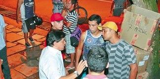 O diretor de futebol Maurício Bororó (de branco) recebeu os líderes do movimento e prometeu discutir as propostas