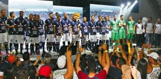 Jogadores e comissão técnica foram apresentados ao torcedor azulino
