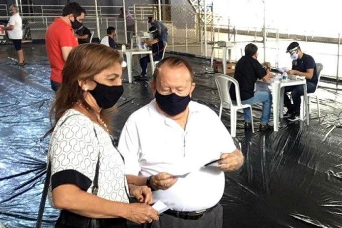Ex-presidente Manoel Ribeiro foi um dos primeiros a chegar para votar nas eleições 2020