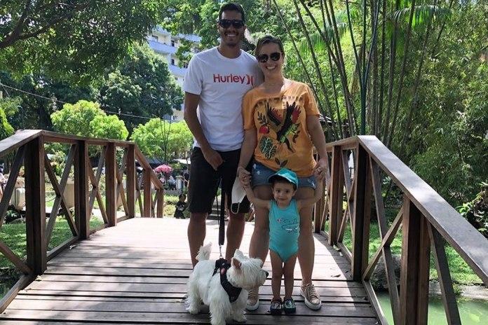 Lucas Siqueira, esposa e filho