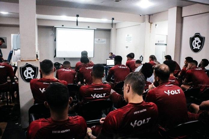 Jogadores do Remo assistem palestra virtual sobre o VAR