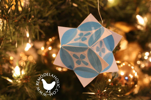 Pieced Ball or Cube Ornament for an easy paper decoration at remodelaholic.com