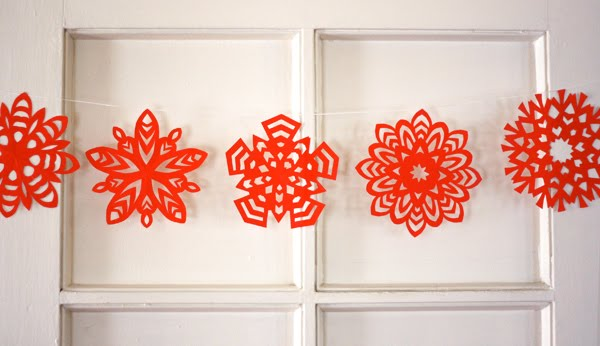 Red Paper Snowflakes Garland paper Christmas decorations at Remodelaholic.com