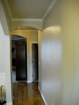 Striped entry wall horizontal wall stripes (2)