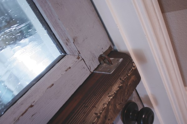 16 tutorial for regular door to dutch door by Its the Little Things featured on @Remodelaholic