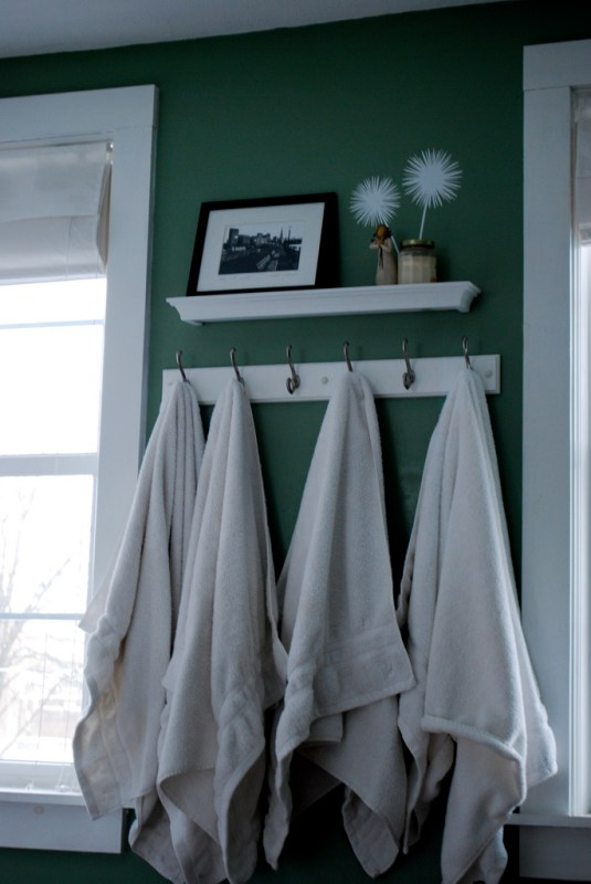7 Turn a bedroom into a bathroom, decorating on a dime, by Newly Woodwards featured on @Remodelaholic.com