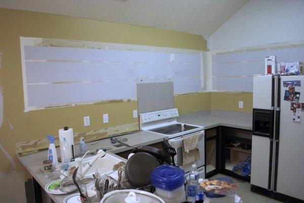 kitchen remodel black base cabinets bead baord backsplash open shelves dining room makeover (6)