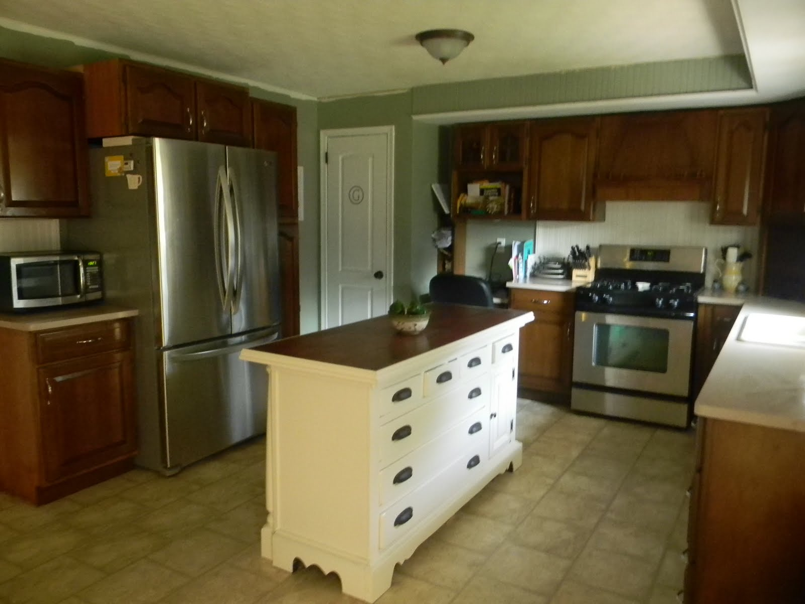 remodelaholic a craigs list kitchen remodel. Black Bedroom Furniture Sets. Home Design Ideas