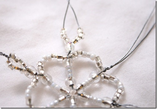 Simple-beaded-snowflake-ornament-tutorial (11)