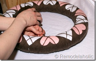 Making an Argyle Valentines wreath (39)