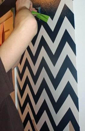 Chrvon stripe painting tutorial #Chevron #tutorial #wall (23)