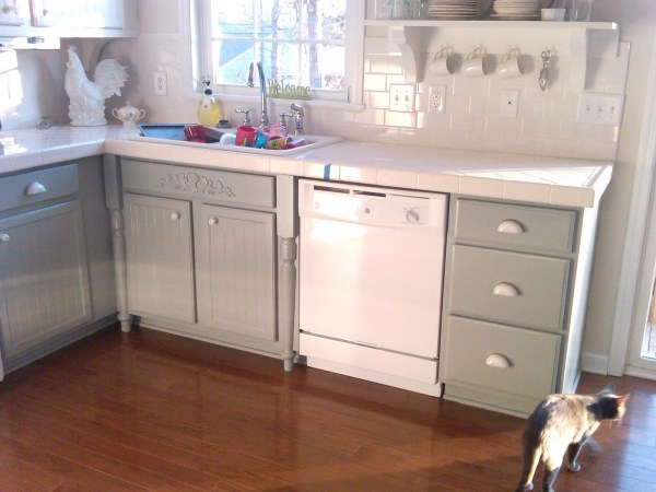 4 Painting cabinets to update kitchen, gray and white kitchen, Mom and Her Drill featured on @Remodelaholic